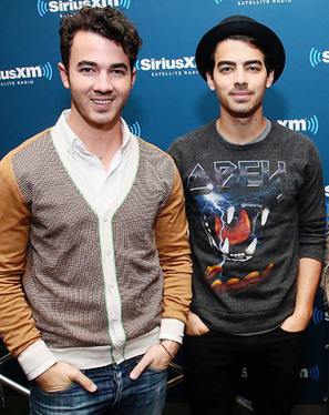 Kevin Jonas Helps Brothers Joe and Nick Joans Pick Up Women - Us Magazine | Women In Media | Scoop.it