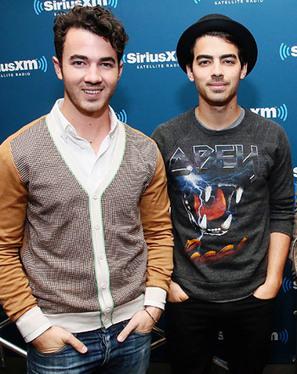 Kevin Jonas Helps Brothers Joe and Nick Joans Pick Up Women - Us Magazine | Women In Media | Scoop.it