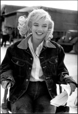 """Eve Arnold meets Marylin Monroe via """"I Wanna Be A PinUp"""" 