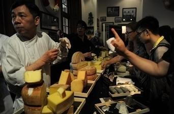 Après le vin, l'Europe veut convertir la Chine au fromage   The Voice of Cheese   Scoop.it