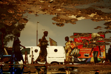Congolese Photographer Captures The Beauty Of Daily Street Life In Puddles | The Huffington Post | Kiosque du monde : Afrique | Scoop.it