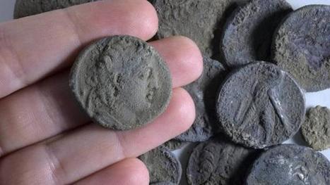 Israel: Arqueólogos hallan un exclusivo alijo de monedas de plata de período asmoneo   LVDVS CHIRONIS 3.0   Scoop.it