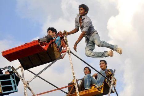 India's Dangerous Human-Powered Ferris Wheels | Strange days indeed... | Scoop.it