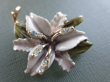 Vintage rhinestone and ceramic orchid pin. 1960s. Retro. Spring.   Vintage Jewelry   Scoop.it