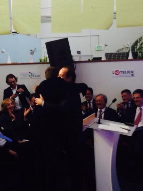 Hug historique de Carlos Diaz, ex-frondeur des pigeons à François Hollande [Tweet @latelier] | François Hollande à L'Atelier BNP Paribas | Scoop.it