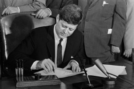 49 Years After Kennedy Signed The Equal Pay Act, Women Still Earn 77 Cents To A Man's Dollar | Coffee Party Feminists | Scoop.it