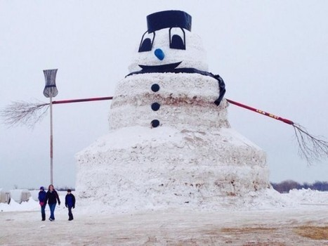 Minnesota Farmer Single-Handedly Builds 50-Foot Snowman | Strange days indeed... | Scoop.it