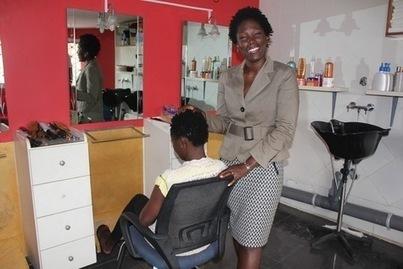 En Côte d'Ivoire, la tendance « nappy » fait des progrès parmi les élites - La Croix | les  nappy | Scoop.it