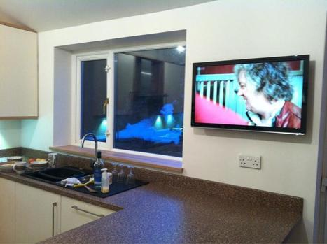 Twitter / jamesholden: Kitchen TV is up, complete ... | Raspberry Pi | Scoop.it