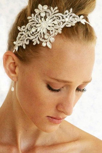 This ballerina bride exhibits class and poise. | Wedding Hairstyles | Scoop.it