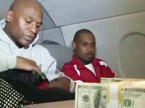Here's Floyd Mayweather Counting $1 Million In Cash Aboard A Private Jet | TheBottomlineNow | Scoop.it