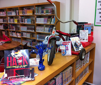 No Shhing Here: book displays | Favourite Library blogs | Scoop.it