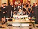 Elisabetta II firma la  legge sulla parità | QUEERWORLD! | Scoop.it