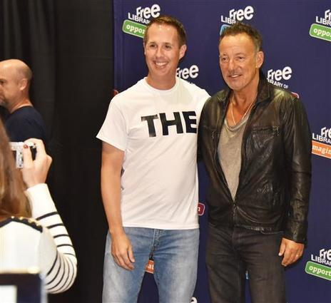 1200 Bruce Springsteen Fans Show Up To meet The Boss at The Phila Library - Philly Chit Chat | Bruce Springsteen | Scoop.it