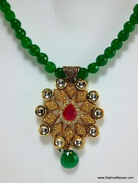 Indian Kundan Jewelry - Kundan Pendant and Earrings with Green Onyx | Kundan Jewelry | Scoop.it