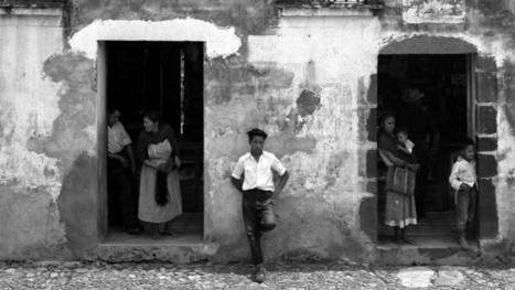 B&W Photography by Manuel Álvarez Bravo | Urban Decay Photography | Scoop.it
