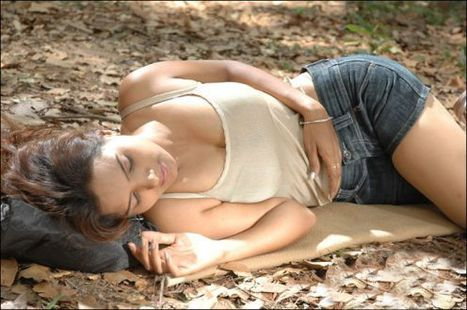 Hot Bollywood Gifs: Bhojpuri Actress Hot Scenes in Gifs   Bollywood Glitz 24- Hot Bollywood Actress   Scoop.it