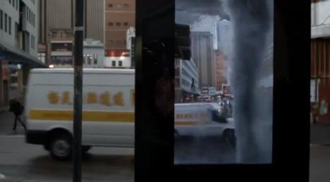Une tempête en réalité augmentée sur un panneau d'affichage publicitaire   Cabinet de curiosités numériques   Scoop.it