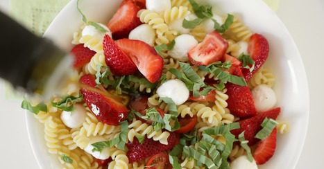 Feed a Crowd With Strawberry Caprese Pasta Salad | ♨ Family & Food ♨ | Scoop.it