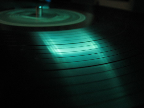 How Vinyl and iPods Ganged Up to Kill the Audio CD | Music business | Scoop.it