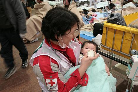 Photo Croix Rouge Bébé | Flickr - Photo Sharing! | Japon : séisme, tsunami & conséquences | Scoop.it
