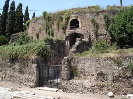 Rome's first emperor died 2000 years ago – his tomb is now used as a toilet | Bibliothèque des sciences de l'Antiquité | Scoop.it