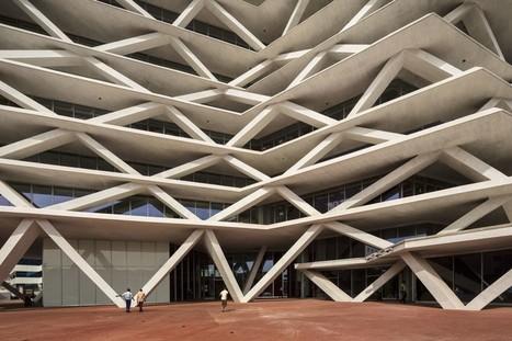 Concrete Brise Soleil Cools Sustainable Building In Ghana - Green Building Elements | Marketing per il mondo del progetto | Scoop.it