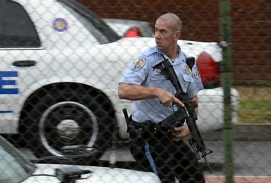 Pentagon to order security review amid probe of Navy Yard shooting rampage