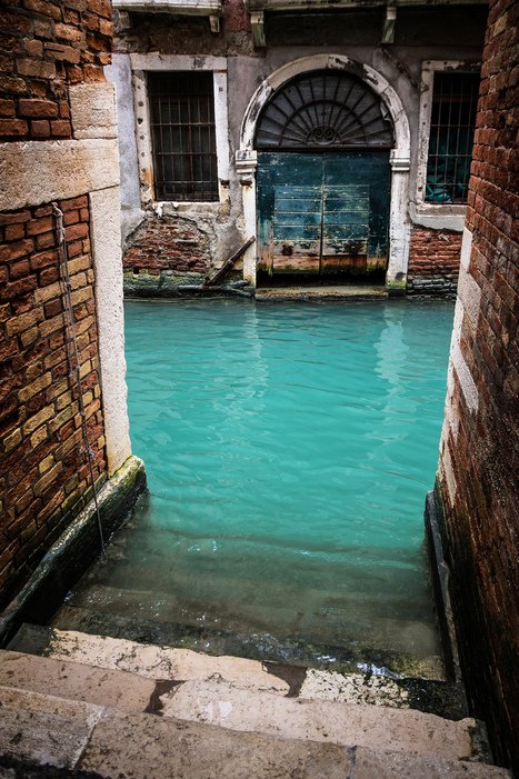 Turquoise Canal, Venise, Italy [400x650] | Rebrn.com | Modern Ruins | Scoop.it