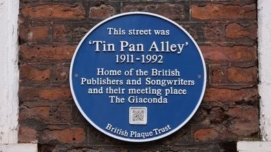 Blue plaque marks Tin Pan Alley (QR Codes) | REALIDAD AUMENTADA Y ENSEÑANZA 3.0 - AUGMENTED REALITY AND TEACHING 3.0 | Scoop.it