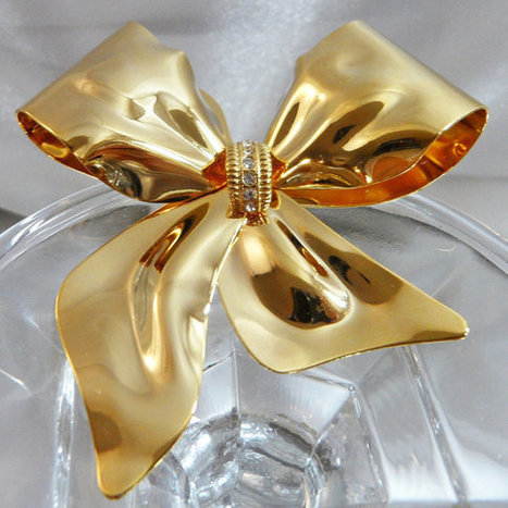 Vintage Gold Bow Brooch. Rhinestones. Large Ribbon Pin. Shiny. Christmas. Holiday.   I Love Vintage Jewelry   Scoop.it