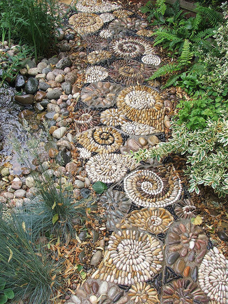 15 Magical DIY Pebble Paths That Seem Shaped by The Wind | Landscape Creative Inspiration | Scoop.it