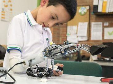 Carlos Torres Tovar : «Nous créons des prothèses en utilisant des jouets»   Vous avez dit Innovation ?   Scoop.it