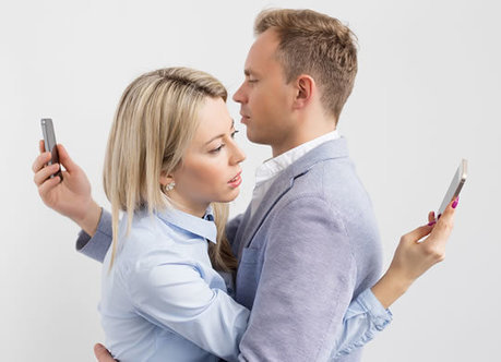 'Phubbing': The Modern Way To Kill Your Relationship - PsyBlog | Healthy Marriage Links and Clips | Scoop.it