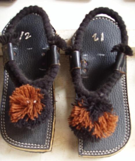 Balochi Guleroz Chawat (Sandals) | Handmade Shoes | Scoop.it
