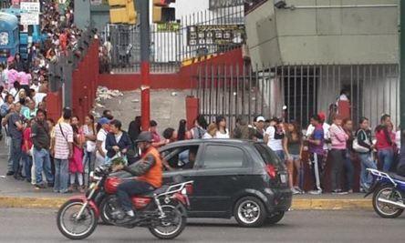 Tout ce que vous avez toujours voulu savoir sur les files d'attente au Venezuela sans jamais oser le demander   Venezuela   Scoop.it