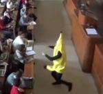 Un singe poursuit une banane en plein cours à la fac | 6buzz | T'as la bannanne couzain ! | Scoop.it