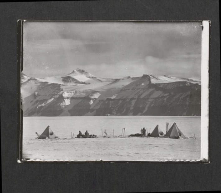 Lost photographs from Scott of the Antarctic's doomed expedition | the Guardian | Kiosque du monde : A la une | Scoop.it