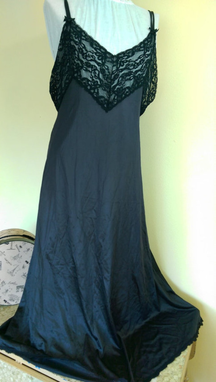 Slinky Sexy Vintage Black Nylon & Lace Nightgown by Pinehurst Lingerie Negligee Size Large | Lingerie Love | Scoop.it
