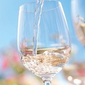 Survey defines 6.52pm as 'wine o'clock' | Autour du vin | Scoop.it
