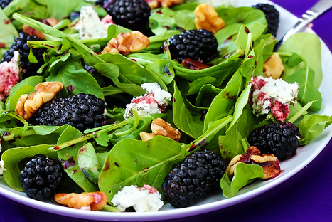 spinach berry salad with blackberry-balsamic vinaigrette | @FoodMeditations Time | Scoop.it