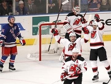 Fora de casa, New Jersey vence New York e empata final do Leste na NHL   esportes   Scoop.it