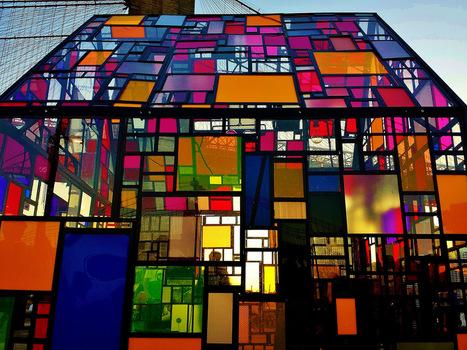Le plus grand ensemble de vitraux contemporains for Andrieux la maison du vitrail