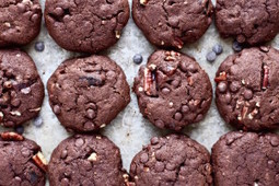 Food Ways - Valentine's Day Double Chocolate Chip Pecan Cookies | My I Like Eating Channel | Scoop.it
