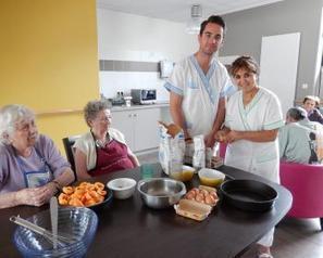Cahors. À l'unité Alzheimer, on cuisine des mets de saison | Aide Médico Psychologique | Scoop.it
