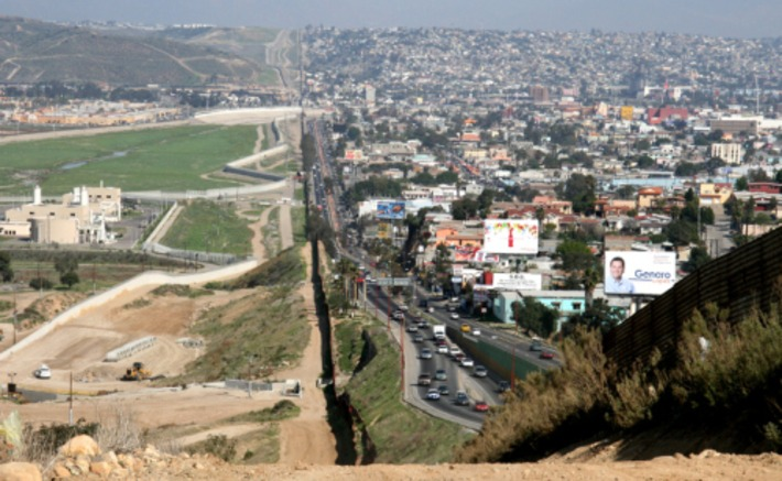 Border Fences Make Unequal Neighbors | Colorful Prism Of Racism | Scoop.it
