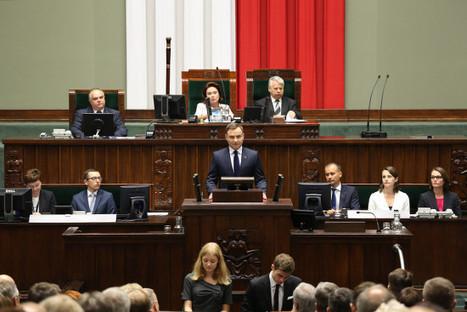 Pologne : quand conservatisme rime avec socialisme - Pologne Management et emploi, management et travail, management en europe, gouvernance et travail travail emploi europe   Protection sociale en Europe   Scoop.it