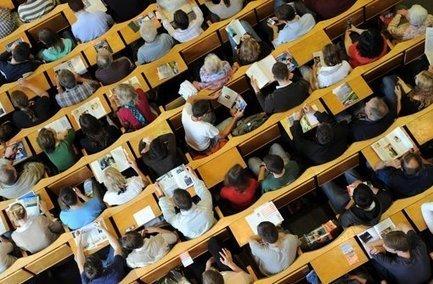 Vorlesungen: Profs folgen Studis ins Web 2.0 - Stuttgarter Zeitung   MOOCs   Scoop.it