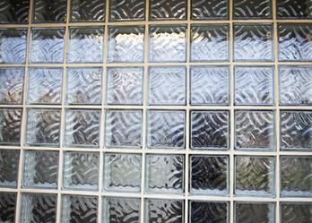 Comment monter un mur en briques de verre am for Monter un mur en brique