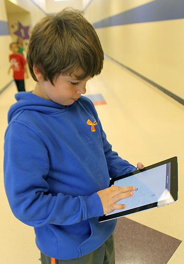 CES 2nd grade class receives iPad - Chanute Tribune   Les pdi i els ipads   Scoop.it